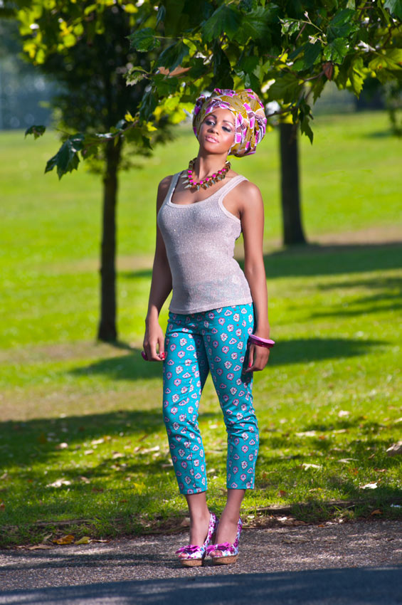 Cropped-Capri-Trousers,-Gold-Vest-Top-&-Pink-Floral-Gele-1