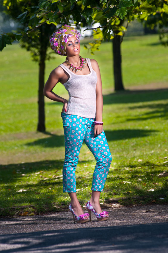 Cropped-Capri-Trousers,-Gold-Vest-Top-&-Pink-Floral-Gele-3