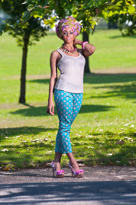 Cropped-Capri-Trousers,-Gold-Vest-Top-&-Pink-Floral-Gele--4